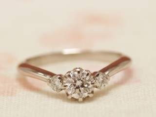 Vラインのアンティークな結婚指輪(婚約指輪)エルドーセレクトブランド『カツキ』