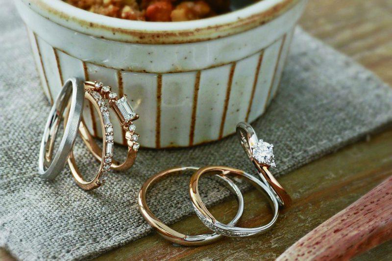 それぞれ気に入った結婚指輪をつける方法。