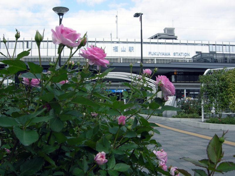 新幹線のホームから見える福山城