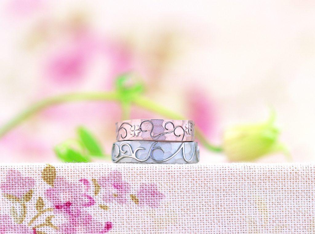 イニシャルモチーフのフルオーダーの結婚指輪