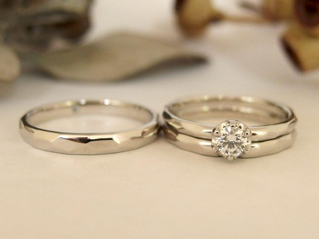 エルドーオリジナルのプラチナで面取り加工の3本セットリング(婚約指輪+ダイヤ/結婚指輪)『メリア』