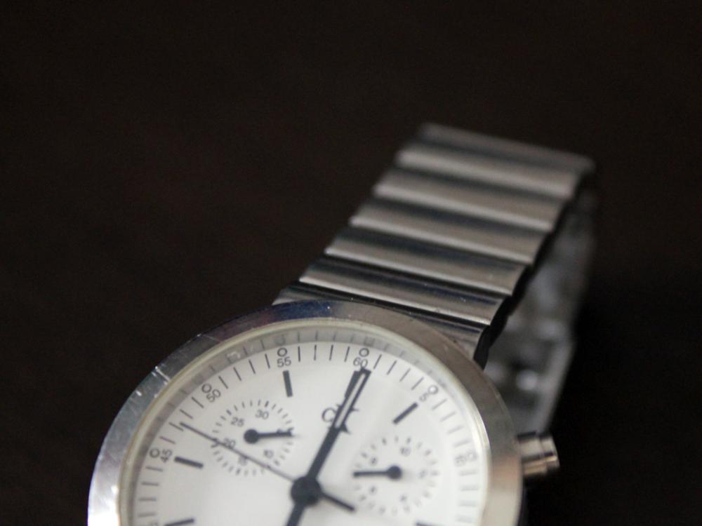 細かい傷で、輝きを失った時計