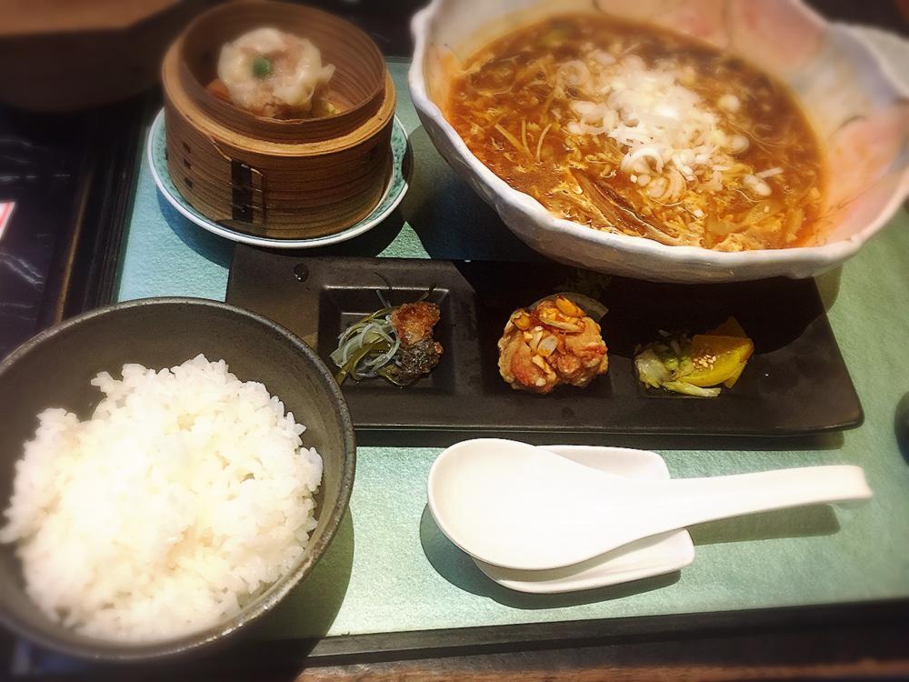 福山市春日町「いけの飯店」のサンラータン麺