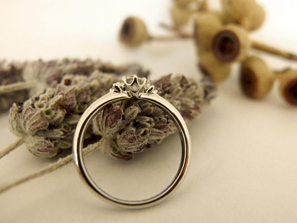 エルドーセレクトブランドのお花の様な婚約指輪の『アフラックスのアヤ』
