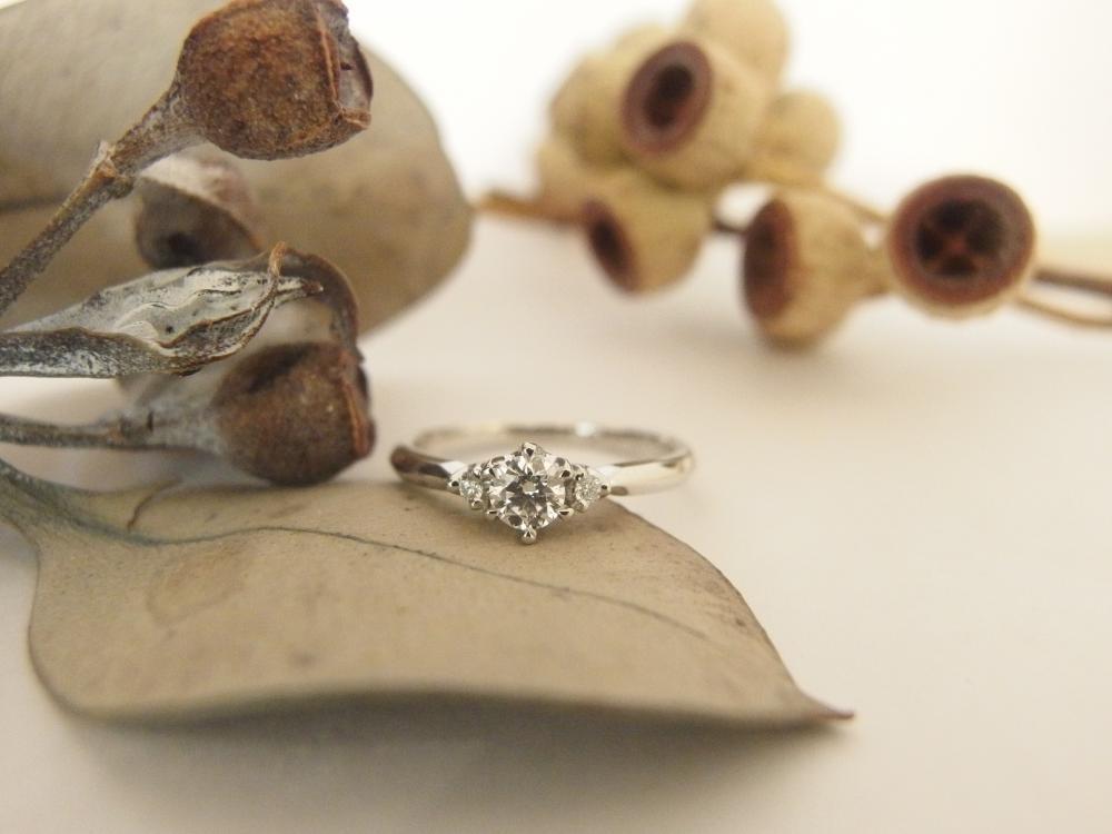 エルドーオリジナルのストレートのプラチナ婚約指輪『エルドラド』
