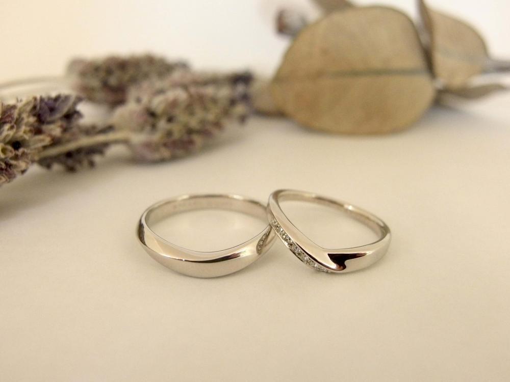 エルドーオリジナルVラインの3本セット(結婚指輪/婚約指輪)『メリア』