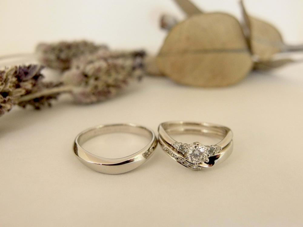 エルドーオリジナルVラインの3本セット(結婚指輪/婚約指輪)『メリア】