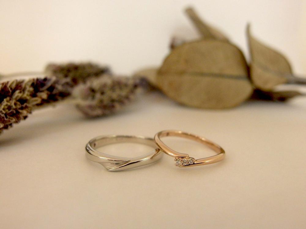エルドーオリジナルの3石ダイヤ入り結婚指輪『エルドラド』