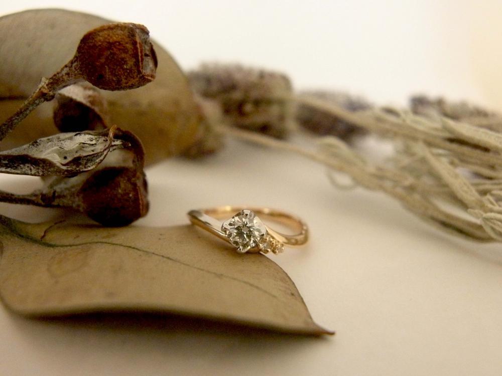 エルドーオリジナルのコンビ仕上げの婚約指輪『エルドラド』