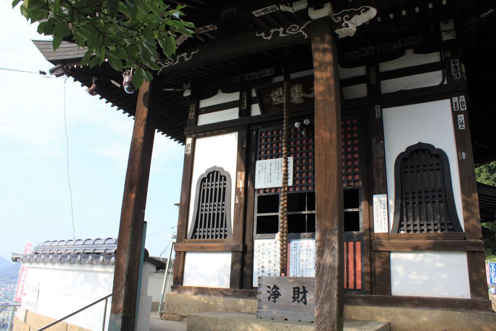 文学の小道をくだると千光寺が現れます。