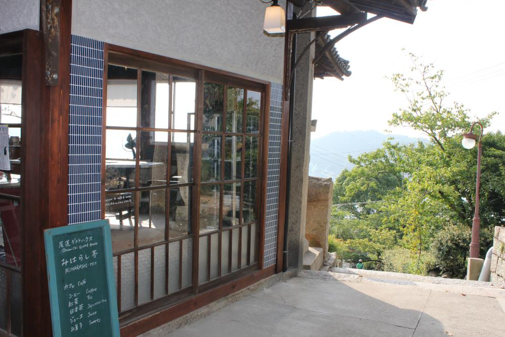 地元の人は知らない坂道カフェの名。