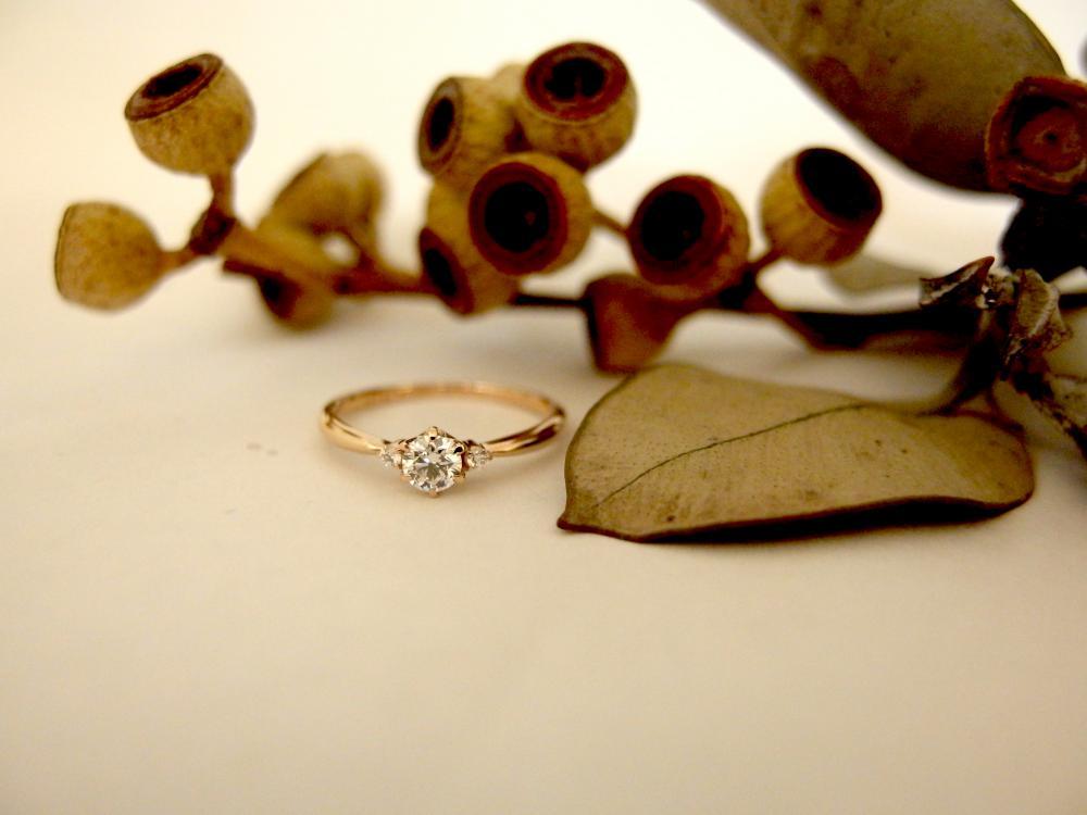 エルドーオリジナルのピンクゴールドの婚約指輪『メリア』