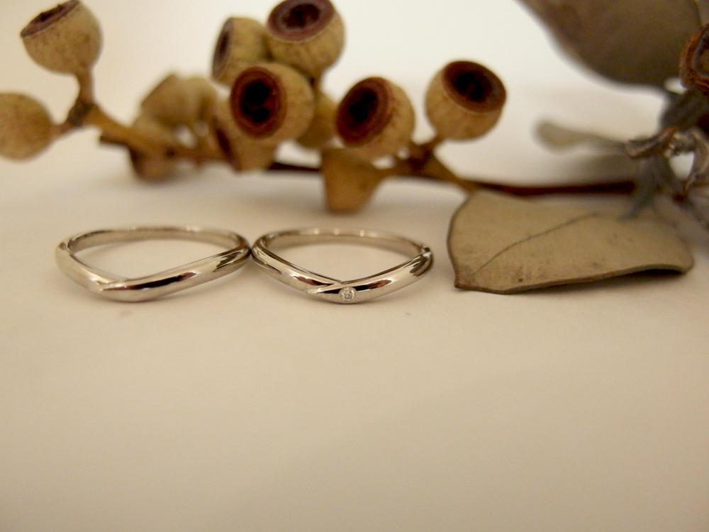 エルドーオリジナルのVラインの結婚指輪『マリエ・マリ』
