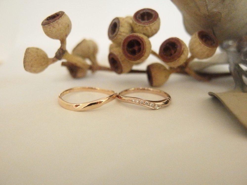 エルドーオリジナル『メリア』とセレクトブランド『ディアレストのK18PGの結婚指輪