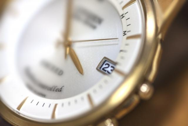 眠っていることが多い、純金時計