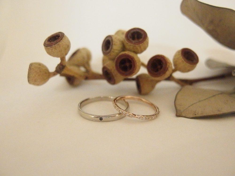 エルドーオリジナルのブラックダイヤ入りの結婚指輪『メリア』