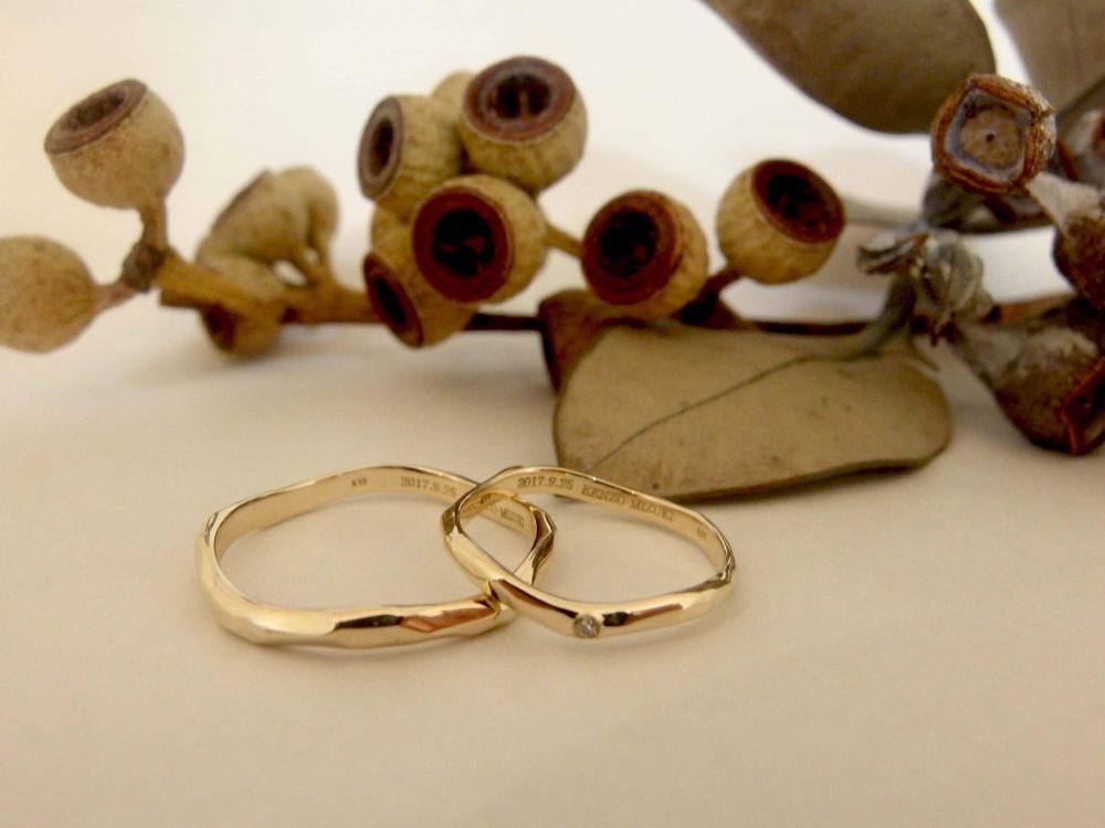 エルドーオリジナルの普段使いが出来る結婚指輪K10『シュシュ』