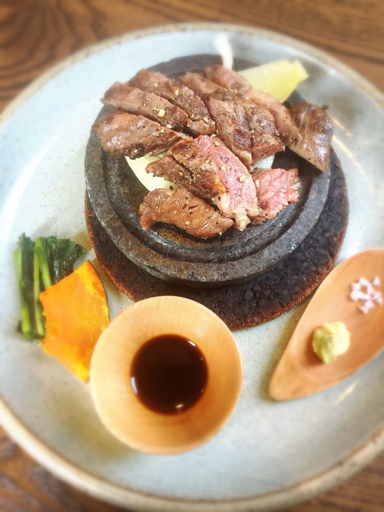 福山市春日町のあぶりのランチの真骨頂の肉料理