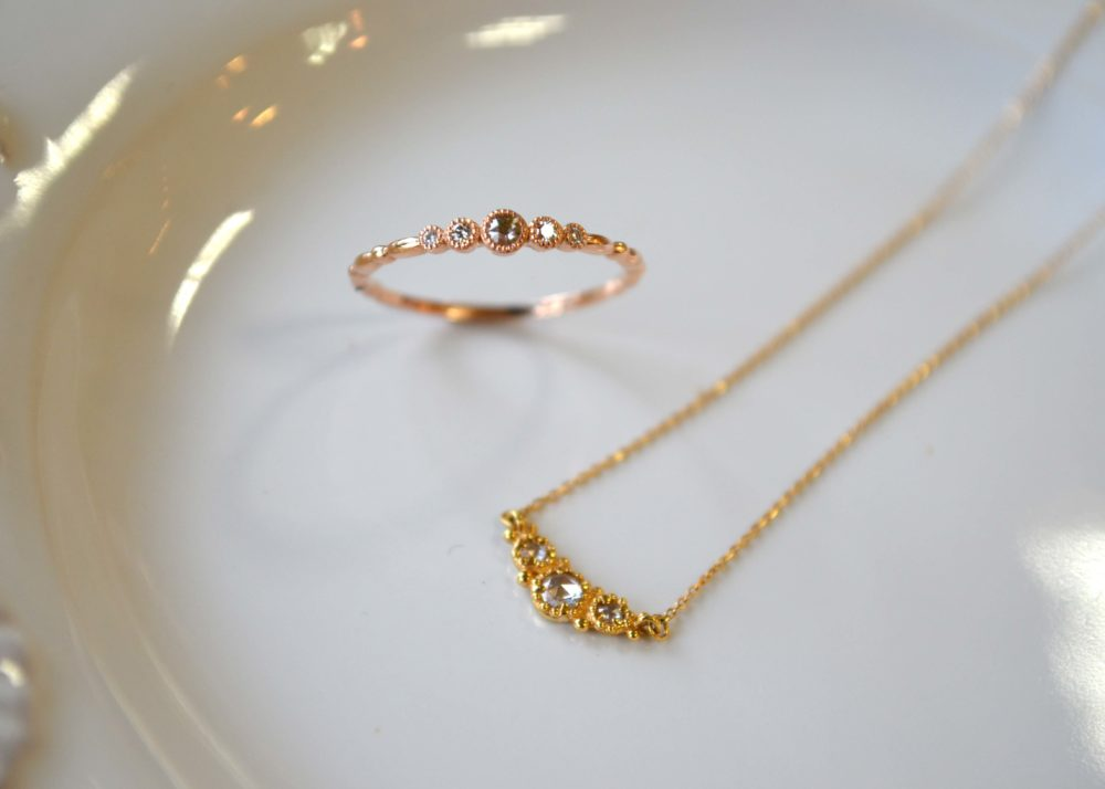 ローズカットダイヤの指輪にネックレス