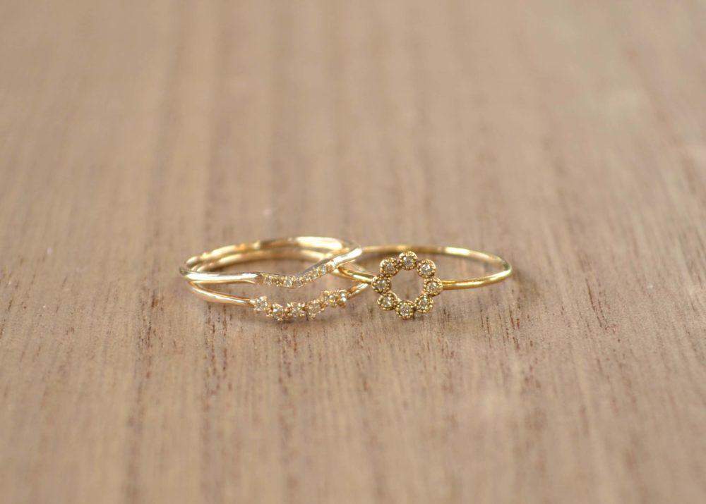 プチダイヤの細目の指輪