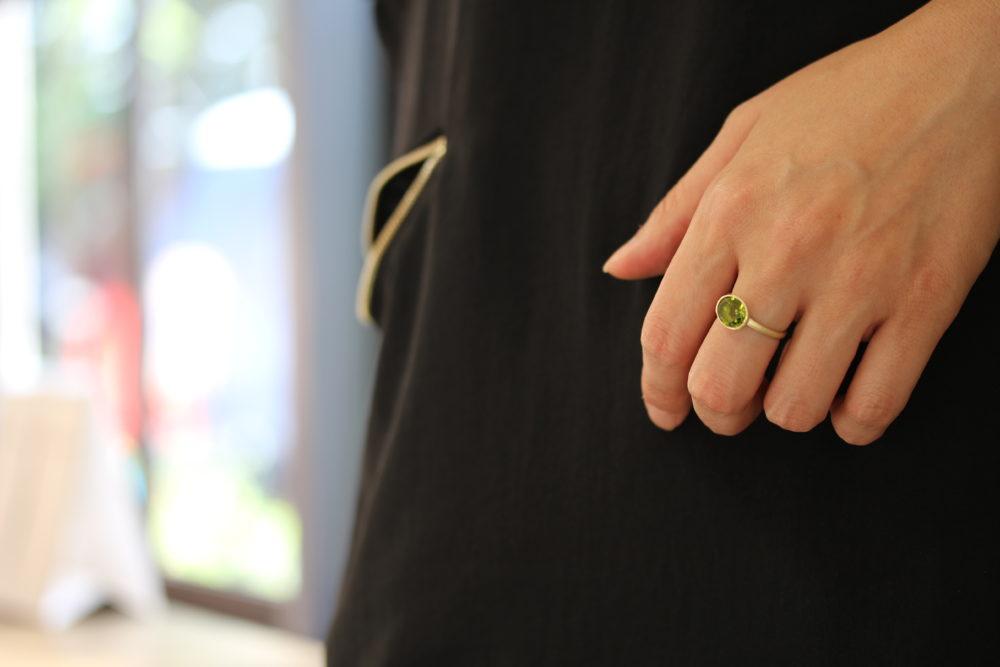 8月誕生石ペリドットでリフォームした指輪