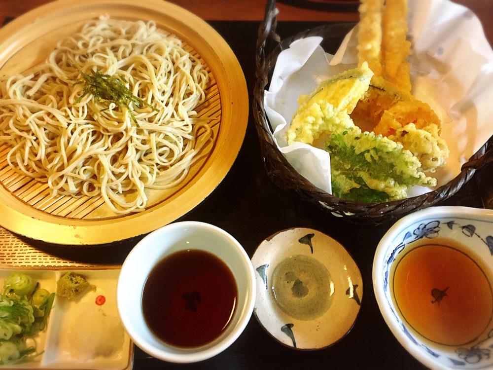 福山市神辺町のお蕎麦屋さんのランチ