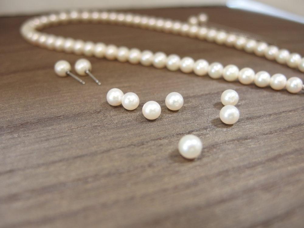 長い真珠ネックレス