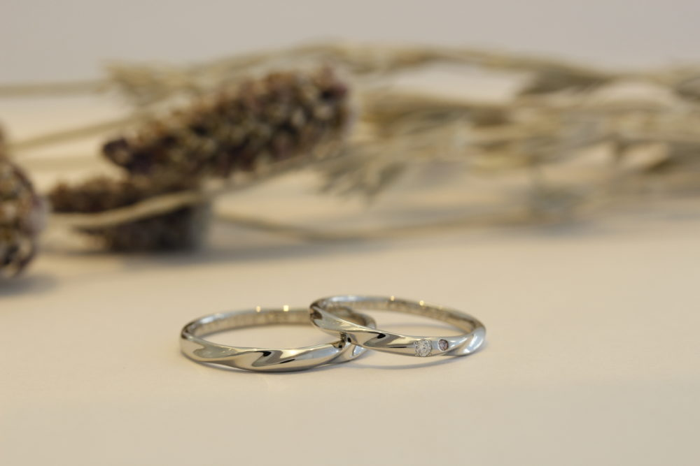 福山市の宝石やエルドーの結婚指輪のピンクダイヤ