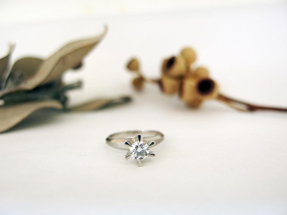 縦爪の婚約指輪をリフォーム