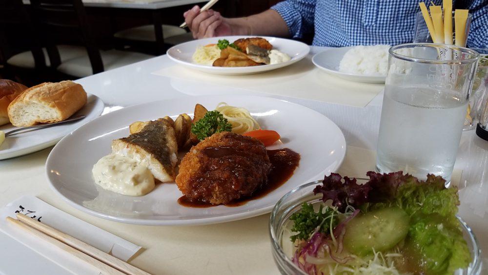 福山市港町のアオヤマ本社の近くの洋食やさんでランチ