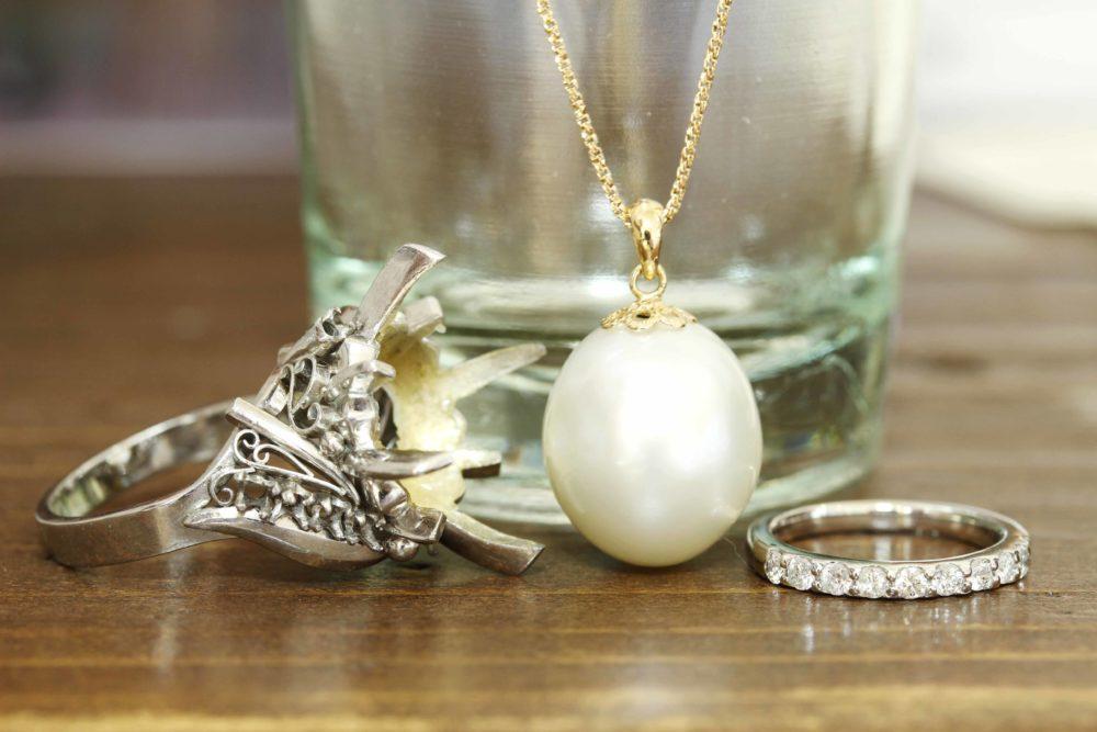 パールの指輪からネックレスと指輪にリフォーム