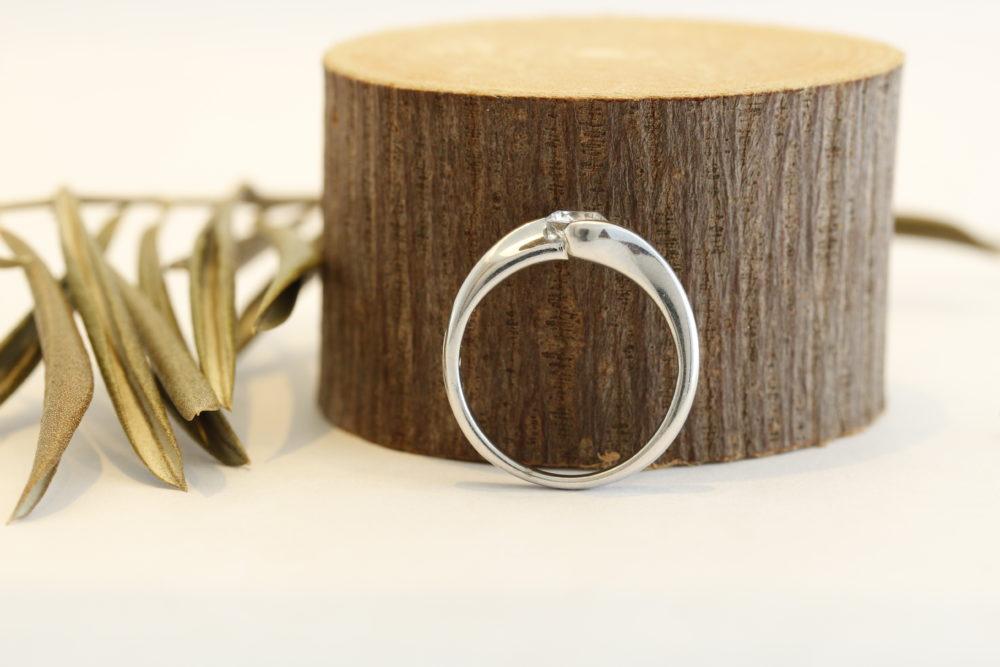 ダイヤの埋め込まれた指輪