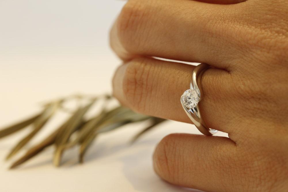 ダイヤモンド埋め込みリング