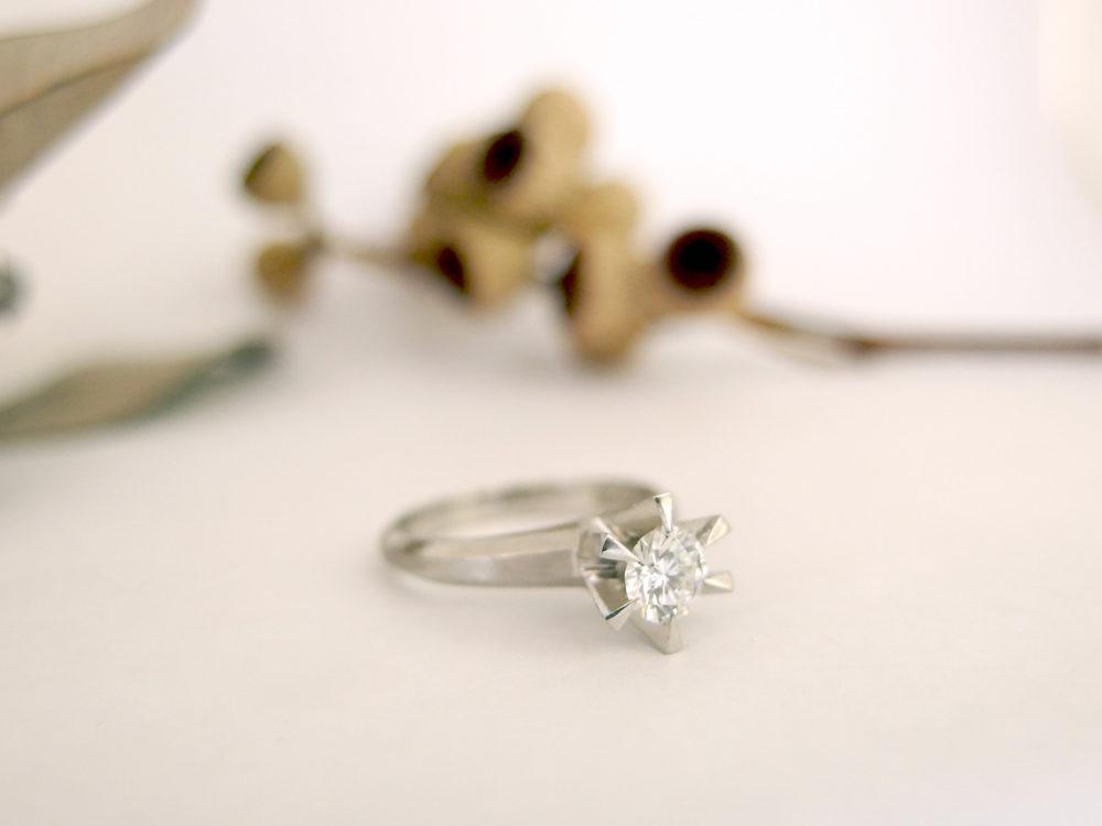 縦爪の婚約指輪