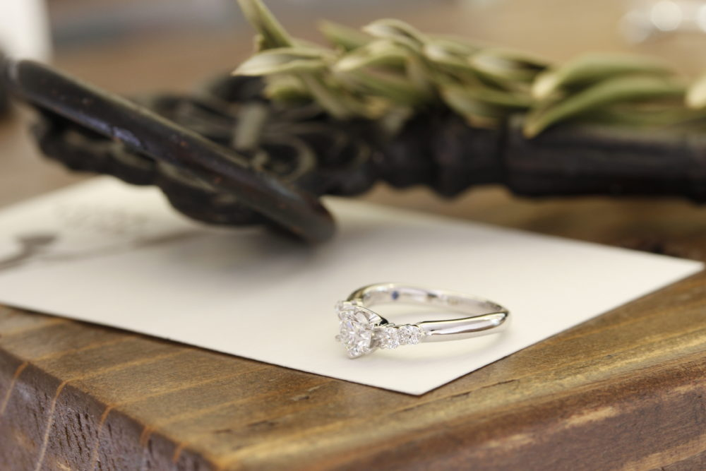 長年つけられる右手薬指用のダイヤモンドの指輪がこちら
