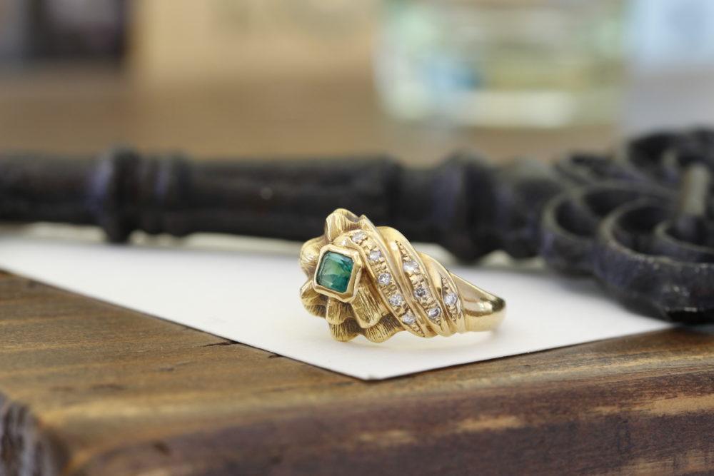 他店さんでご購入されたエメラルドのゴージャスな指輪