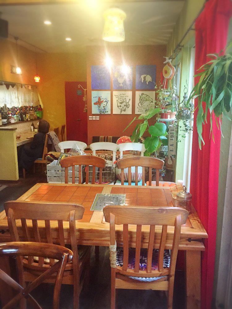 福山市駅家町の山の中のカフェの雑貨屋みたいな店内