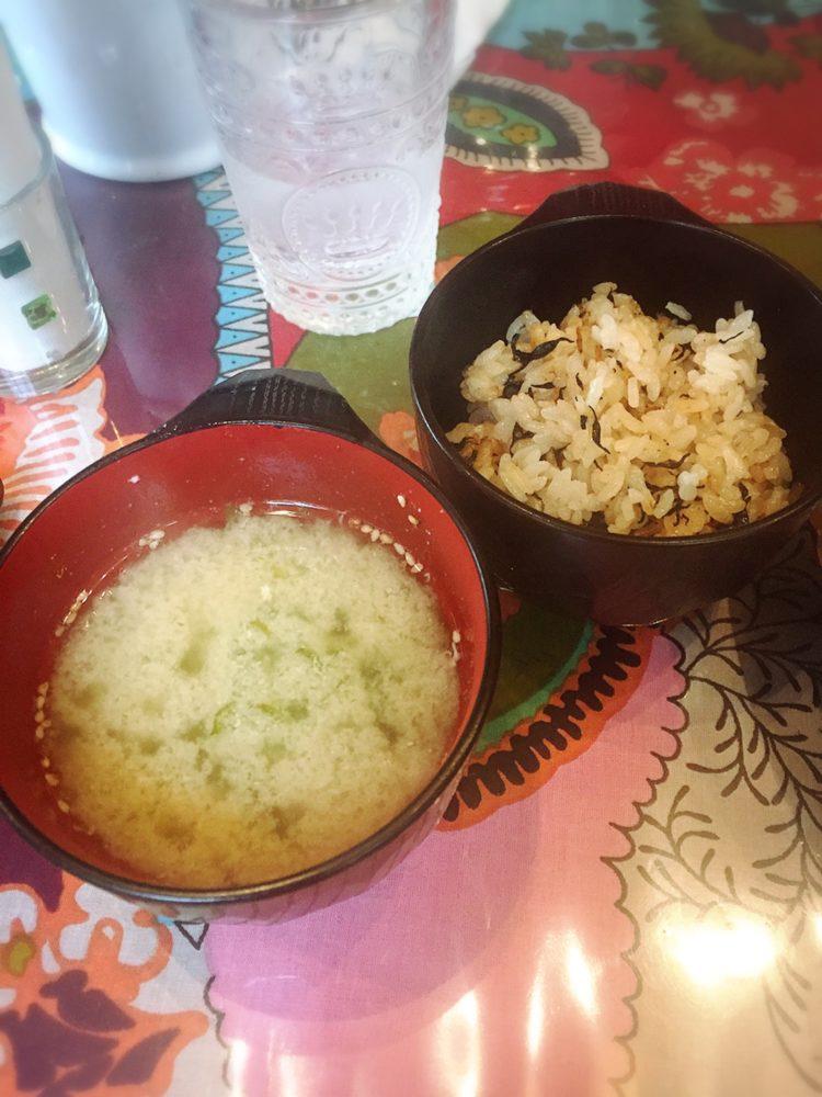 福山市駅家町の山の中のカフェでランチのごはんとお汁