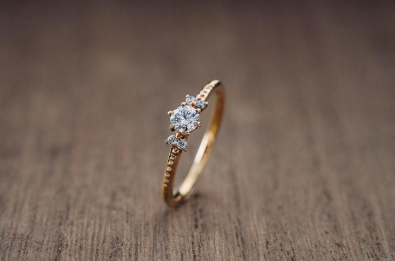 2石のメレダイヤが並んで入ったエルドーオリジナルブランド『エルドラド/EL dorado』