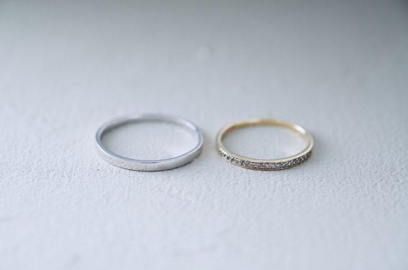 細めのハーフエタニティーの結婚指輪
