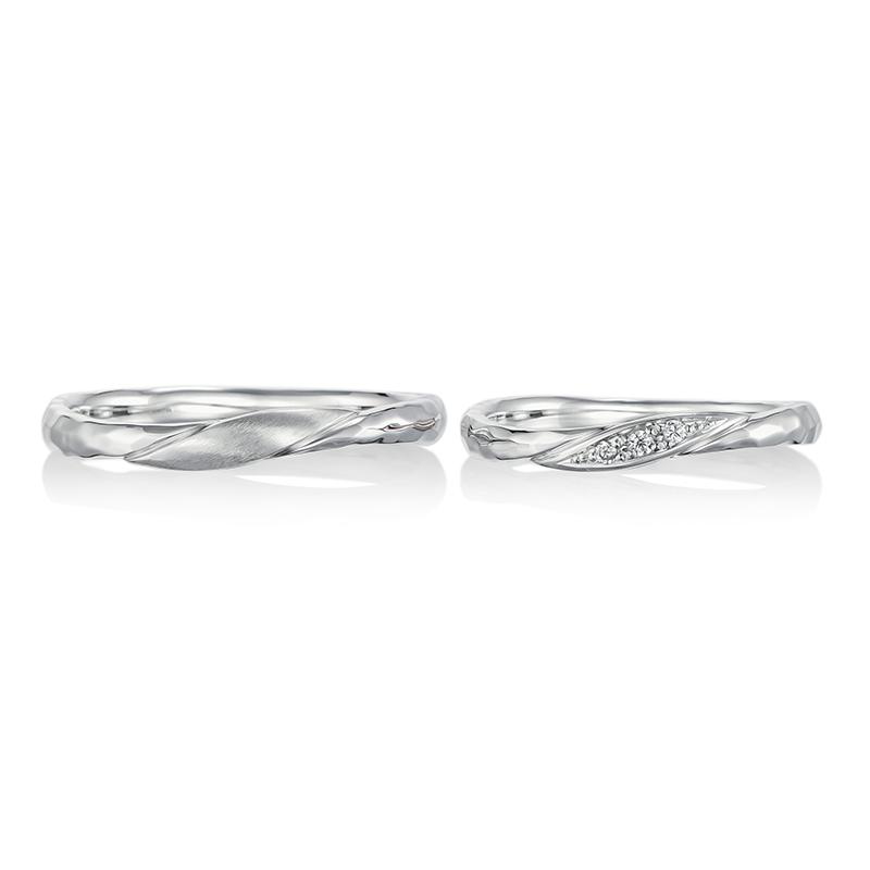 波打つようなウエーブデザインとミル打ちが魅力的な結婚指輪。上品なアンティーク感を演出してくれます。