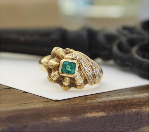他店さん購入のエメラルドのゴージャスな指輪が