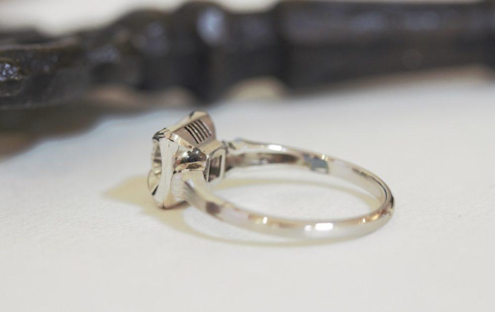 昔購入した指輪のダイヤを使ってアンティーク調なデザインへと