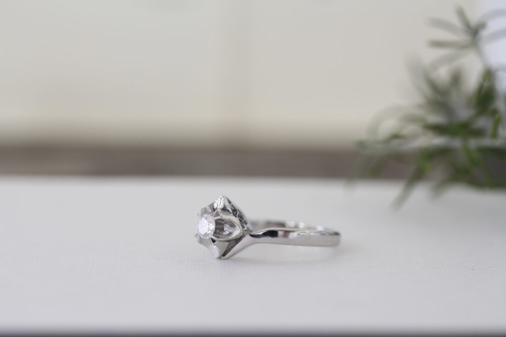 昔購入した指輪のダイヤを使ってプラチナのシンプルなデザインへと