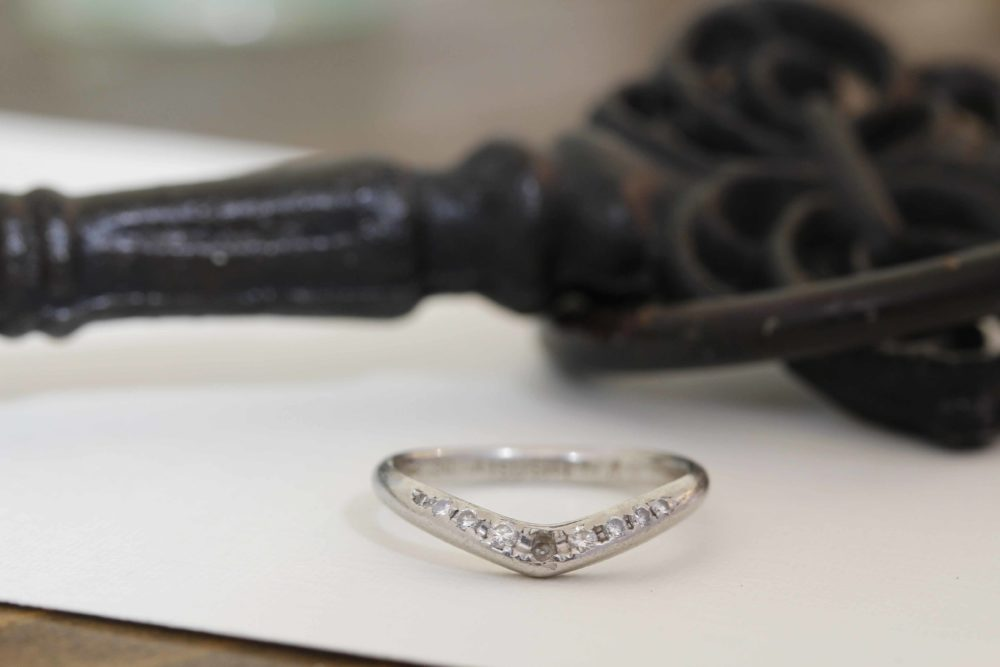 昔ながらのデザインを今どき使える指輪やネックレスへ