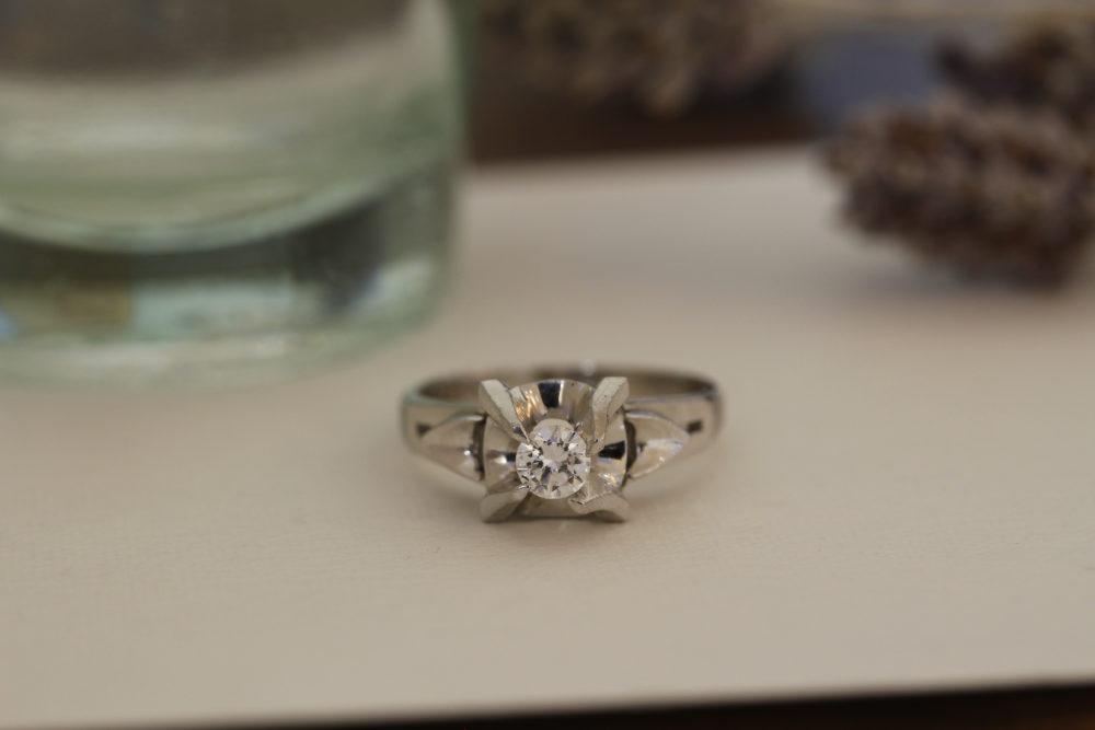 昔購入してもらった婚約指輪をネックレスへと