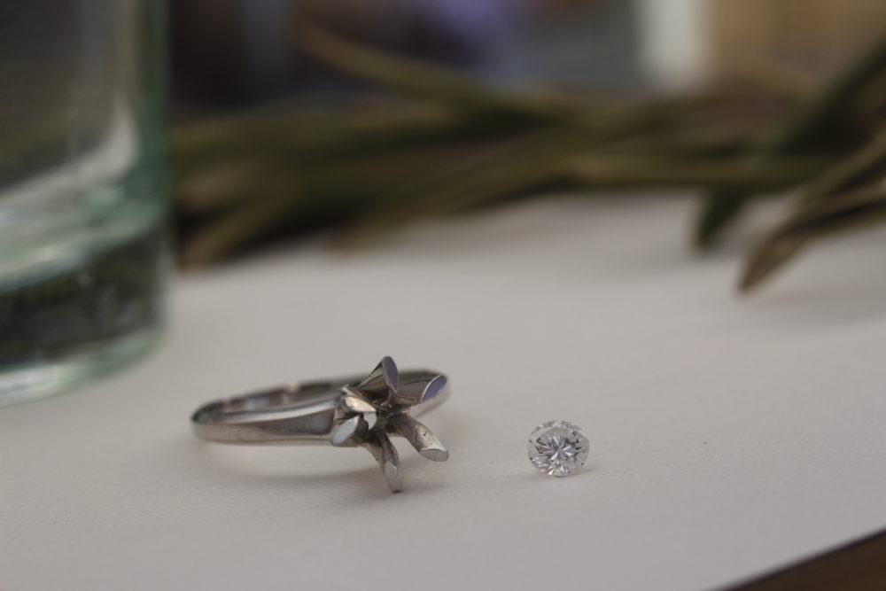 婚約指輪をネックレスへリフォーム