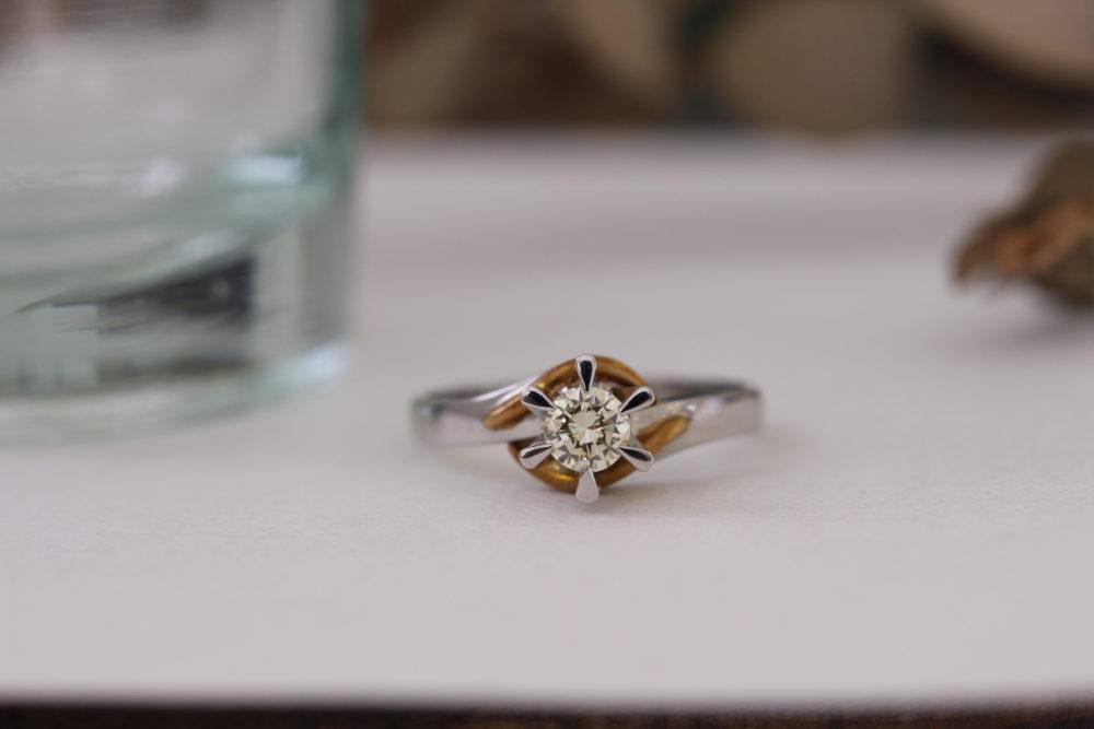 昔購入した指輪のダイヤを使っていつも身に着けておけるネックレスへ