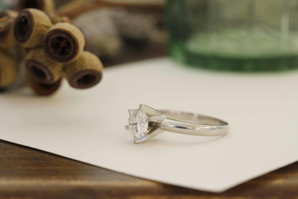 婚約指輪と、使わないリング達を