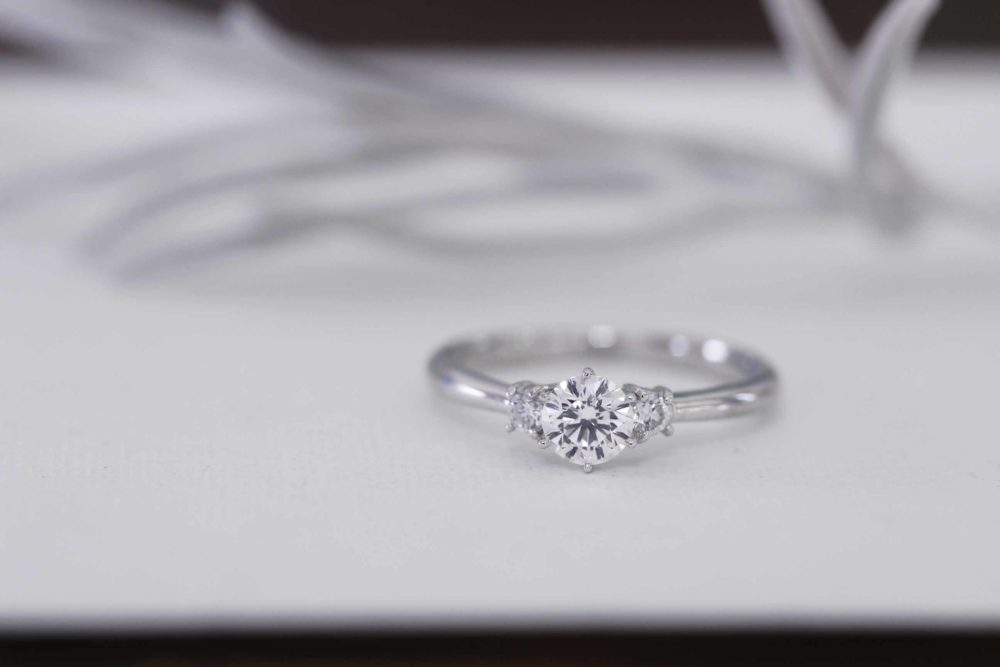 婚約指輪からネックレスとピアスへと